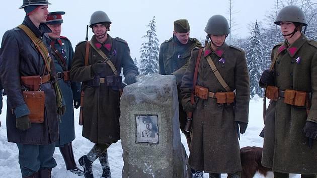 Na vrchu Polední v Bystřici byl v průběhu ledna obnoven poškozený památník armádního generála Josefa Šnejdárka. V neděli 27. ledna se pak na výzvu sešlo na vrcholu více než šedesát nadšenců různého věku.