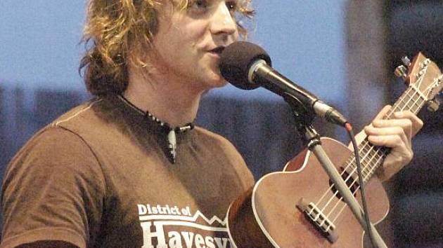 V Dolní Lomné skončil country a folkový Festival Na pomezí. Jednou z hlavních hvězd byl třinecký rodák Tomáš Klus, kterého v kytarovém duu doprovází Jiří Kučerovský.