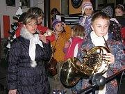 Zkouška zpívání vánočních koled.