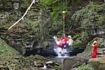 U Satinských vodopádů došlo k pádu ženy ze srázu.