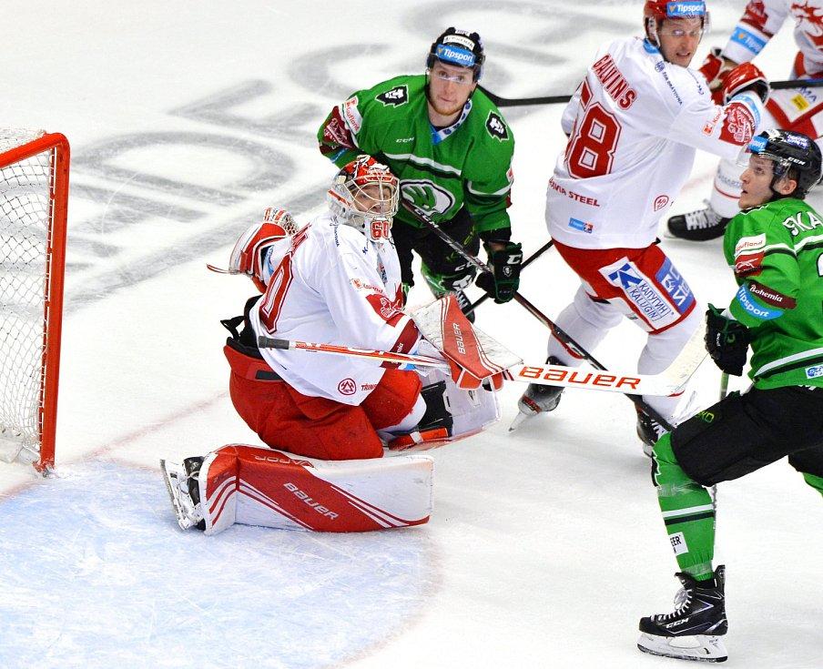 Oceláři (v bílém) zdolali doma Mladou Boleslav 3:0.