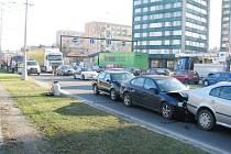 Už nyní je doprava na frýdecko-místeckém průtahu kritická a po zahájení provozu automobilky v Nošovicích aut ještě přibude. Pomůže obchvat města, jeho stavba je ale v nedohlednu.