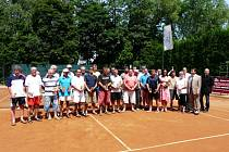 Šestatřicet celníků si na třineckých tenisových kurtech zahrálo o cenné kovy.