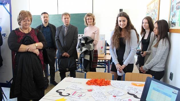 Zástupci zaměstnavatelů si prohlédli také studentské projekty fiktivních firem.