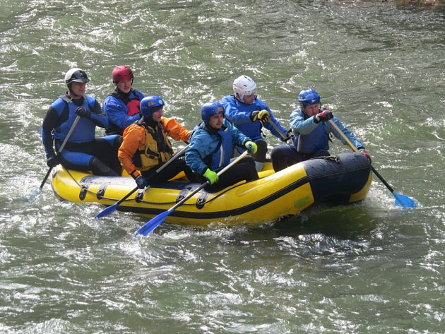 Vodáci vyrazili o víkendu na řeku Ostravici, kterou sjížděli od přehrady Šance do Frýdlantu nad Ostravicí.