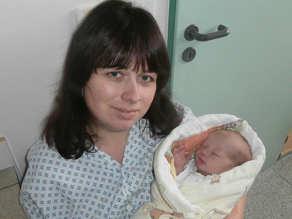 Filip Sojka s maminkou, Frýdek-Místek, nar. 12. 11., 51 cm, 3,75 kg. Nemocnice ve Frýdku-Místku.
