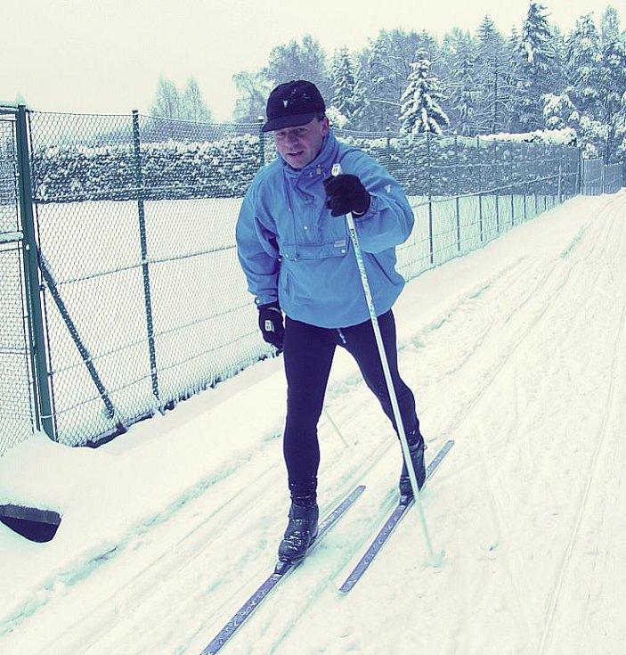 Třinecký lesopark se opět stal rájem pro běžecké lyžování. Od pondělí zde organizace STaRS upravuje celkem pět kilometrů stop. Velkou výhodou je večerní osvětlení.
