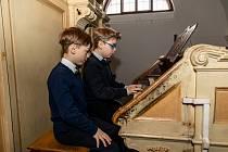 Sourozenci Štěpán Ponča a Dominik Ponča zahráli na varhany ve Farním kostele 15. ledna 2021 ve Frýdku-Místku. Dominik Ponča a Štěpán Ponča.