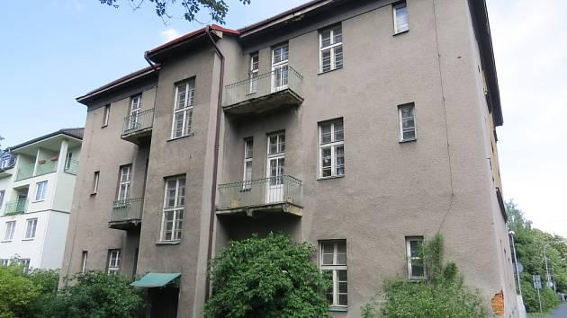 Dům v ulici Pionýrů je ve špatném technickém stavu. Ukázal to nedávný technický průzkum.