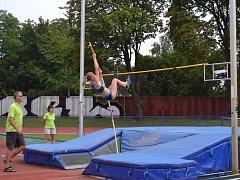 Atletky Frýdku-Místku bodovaly i v technických disciplínách, jako je skok o tyči a ve výšce.