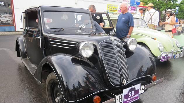 Tradiční Beskyd Rallye i letos zavítá do regionu. Jednadvacátý ročník akce určené pro veteránská vozidla začne ve čtvrtek 26. července od 18 hodin prologem ve Frýdlantu nad Ostravicí, kam se účastníci přesunou z Malenovic.