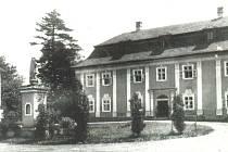 ZÁMEK v Ropici po druhé světové válce – v současnosti rekonstruován do původní podoby.
