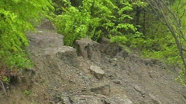 Sesuv půdy v Bukovci.