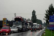 """Okolí křižovatky """"Karpentská"""" během dopravního kolapsu, červenec 2010."""