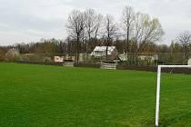 Fotbalové hřiště v Dobraticích po rekonstrukci.