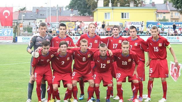 Český celek U18 po vítězství s Tureckem.