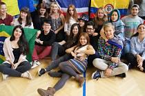 Gymnázium a SOŠ v Cihelní ulici navštívili studenti z Kolumbie, Thajska, Řecka, Brazílie, Pákistánu, Albánie, Gruzie a Rumunska.