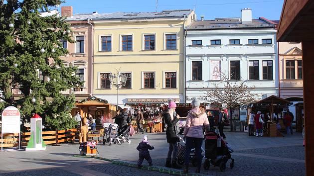 Adventní městečko na náměstí Svobody v Místku.