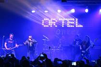 Ve frýdeckém kulturním domě v pátek zahrála kontroverzní kapela Ortel. V reakci na vystoupení plzeňské skupiny se v místecké restauraci Sokolík uskutečnila akce s názvem Světlá stránka věci.