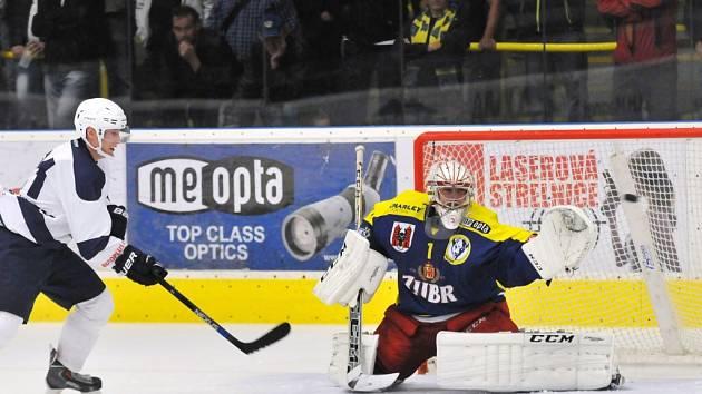 Kromě extraligového Třince si slovenský brankář Juraj Šimboch zachytal v letošní sezoně i za prvoligový Přerov a druholigový Frýdek-Místek.