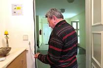 Městská policie Frýdek-Místek se v roce 2012 zapojila do projektu, během kterého důchodcům, kteří o to projeví zájem, nabízejí na dveře bezpečnostní řetízky.