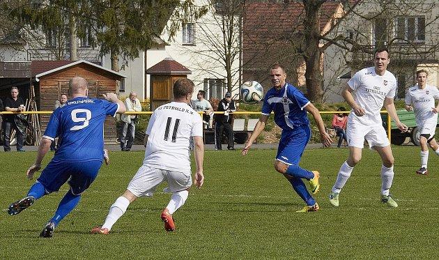 Derby mezi Brušperkem a Petřvaldem na Moravě skončilo nakonec smírem 1:1.