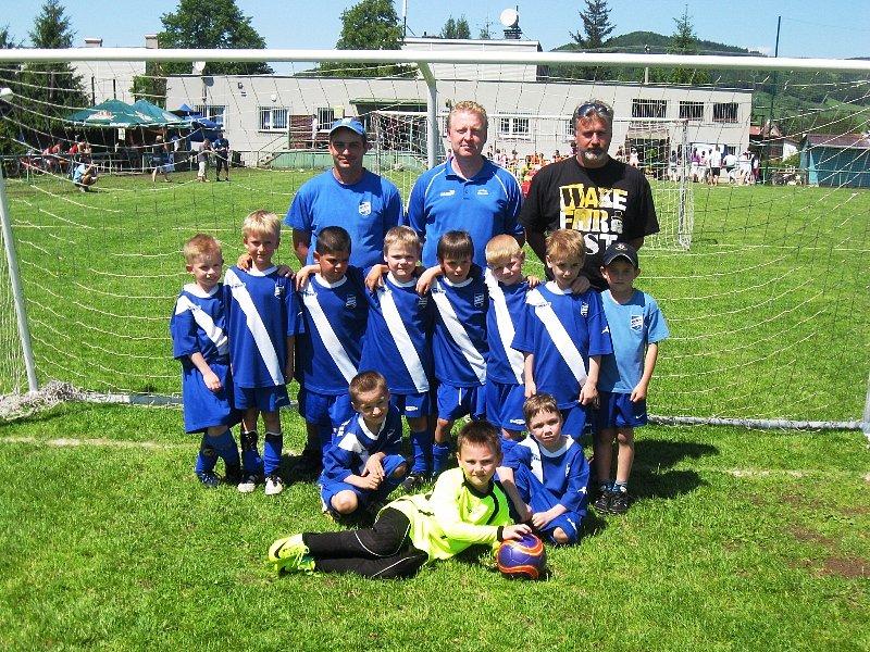 Kozlovičtí benjamínci se stali v sobotu vítězi turnaje pro kluky narozené v roce 2004 a mladší, v neděli skončili domácí šestí. Na snímku tým Frýdku-Místku.