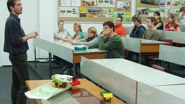 Diskuse studentů.
