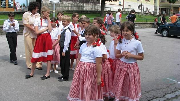 Sdružení Lašan Brušperk a ZŠ Vojtěcha Martínka připravilo na sobotu hudebně společenské odpoledne – Brušperk zpívá.