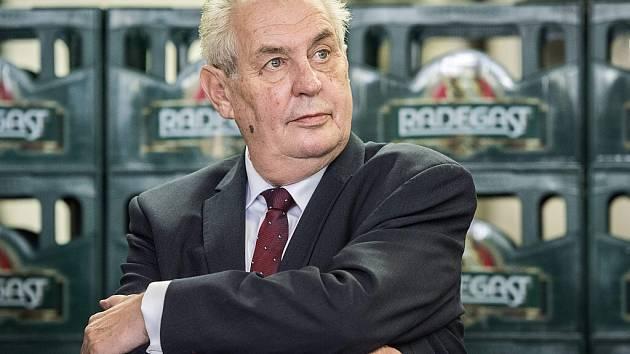 Prezident Miloš Zeman navštívil 4. listopadu pivovar Radegast v Nošovicích.