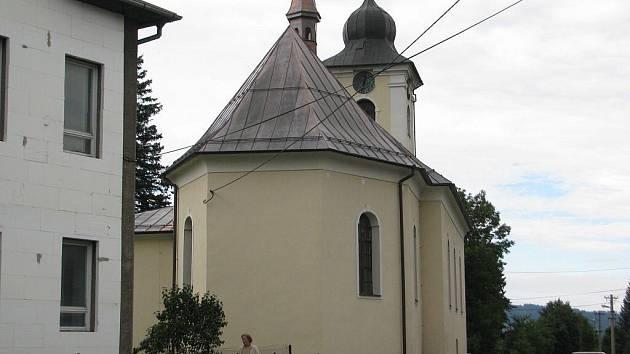 Ostravický kostel se již nyní může pochlubit opravenou střechou.