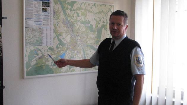 Ředitel Městské policie ve Frýdku-Místku Milan Sněhota popsal ve středu 25. listopadu, jak bude v předvánočním čase probíhat spolupráce s Policií ČR. Policisté se zaměří na prevenci.