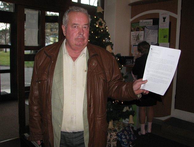 Adolf Bolek ukazuje odpověď na obří petiční akci, kterou mu poslalo ministerstvo. Podle muže je však dopis nekonkrétní.
