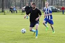 Fotbalisté Dobré (v černém) na hřišti albrechtického Baníku prohráli.