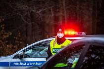 Policie na Frýdecko-Místecku začala kontrolovat, jestli lidé dodržují nová protiepidemická opatření omezující volný pohyb mezi okresy.