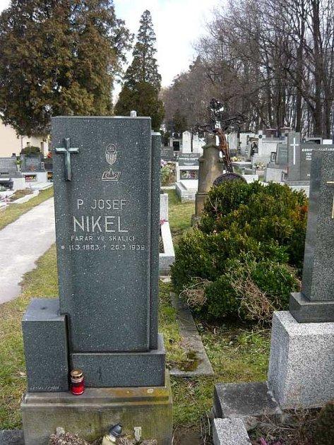Hrob Josefa Nikela.