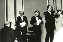 Snímek je z 30. března 1984 po koncertě LSPS v malém sále Domu umělců v Praze. Zleva: spisovatel František Lazecký, Božena Peterková, klavírista Rudolf Zeman, Adolf Kolčář a Eduard Haken.