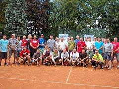 Celníci ze všech koutů naší republiky odložili na chvíli pracovní náčiní a vydali se do Třince porovnat své síly v tenise.