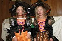 Sál hodoňovického hostince U Čendy ovládl v neděli navečer Halloween.