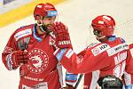 Utkání 2. kola hokejové extraligy: HC Oceláři Třinec - HC Plzeň (10. září 2017), zleva Tomáš Marcinko a Daniel Rákos.