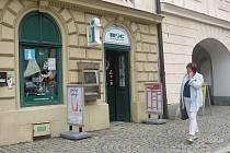 POBOČKA Beskydského informačního centra, která se nachází na místeckém náměstí Svobody, si rovněž na nedostatek klientů nemůže stěžovat.