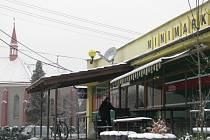 Lidem v Třanovicích slouží například tento minimarket v centru obce.