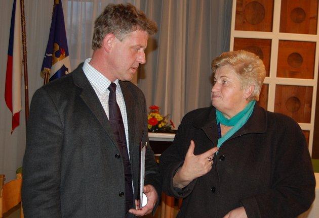 Ladislav Olšar na archivním snímku při rozhovoru s Annou Konderlovou.