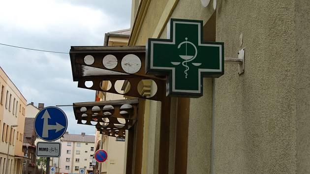Budova lékárny na Poštovní ulici v Třinci.