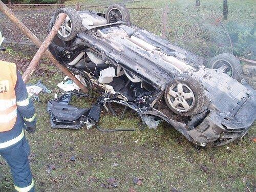 Dopravní nehoda osobního automobilu na okraji obce Čeladná ve směru na Frýdlant nad Ostravicí.