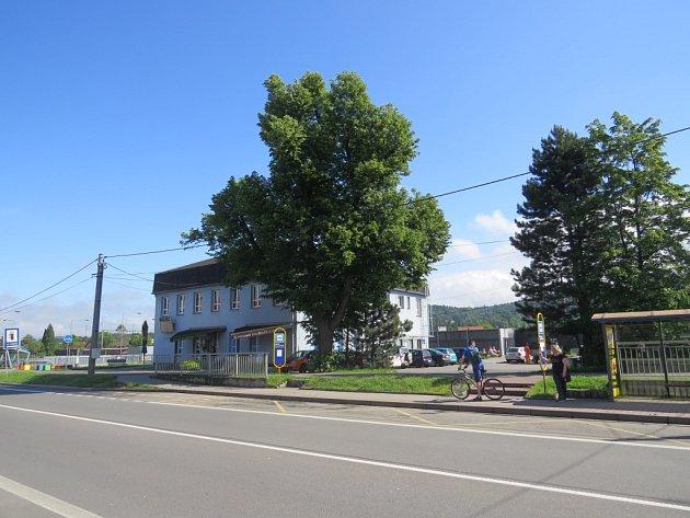 Vtomto místě vJablunkovské ulici by měl parkovací dům stát.
