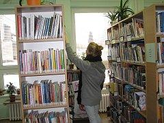 V třinecké knihovně se nachází desítky tisíc svazků. Rekonstrukce dosluhujícího objektu si vyžádá stěhování knih, řadu z nich si však mohou čtenáři vypůjčit.