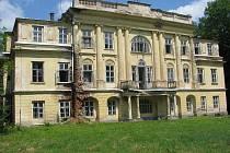 Zámek v Hnojníku se snad došká rekonstrukce. Majitel slibuje na opravy desítky milionů korun.