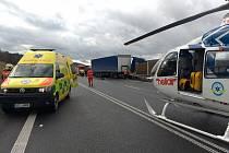 Záchranáři ošetřovali dva zraněné, oba byli při vědomí a mimo přímé ohrožení života.