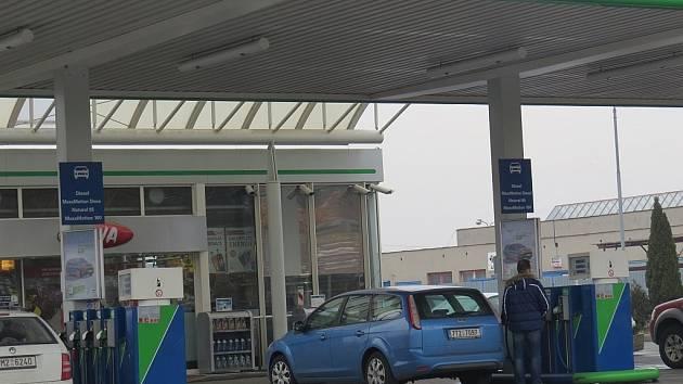 Policistům se podařilo dopadnout zloděje, který se specializoval na krádež benzinu z čerpacích stanic v našem regionu.